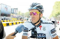 Contador wins over fickle fans in defeat